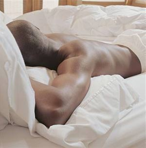 man sleeping for muscle recovery