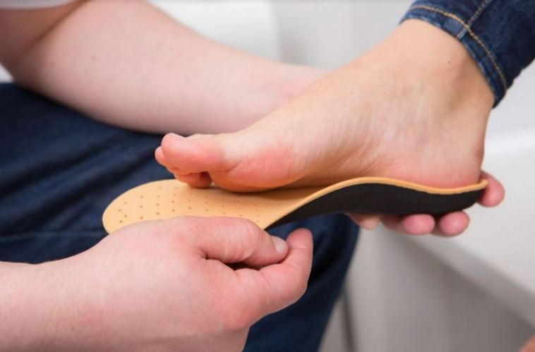 Here's How to Know if You Have Narrow Feet vs. Wide Feet - AskTheTrainer.com